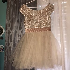 Gorgeous short prom or soirée dress!